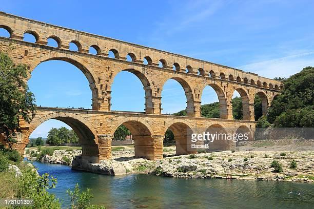 aqueduct pont du gard, frankreich - römisch stock-fotos und bilder