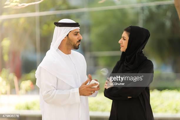 arab business man and a business woman - voorzitter stockfoto's en -beelden