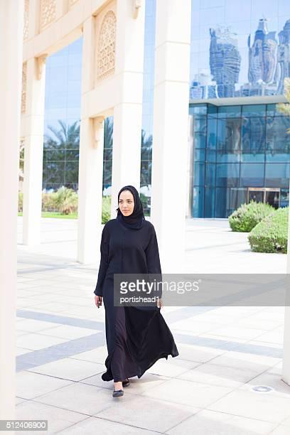 araba donna d'affari in stile dettaglio architettonico - velo foto e immagini stock