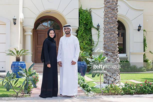 arab family portrait in front of their house - gulf countries stock pictures, royalty-free photos & images