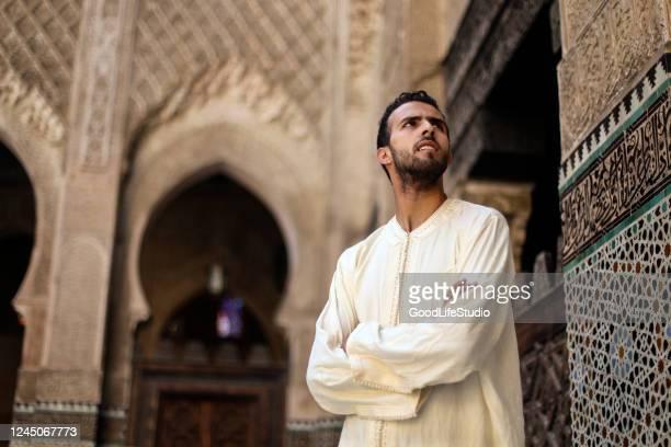 homme arabe - homme maghrebin photos et images de collection