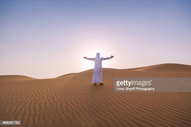 arab men with traditional dress in uae desert - convenience stock pictures, royalty-free photos & images