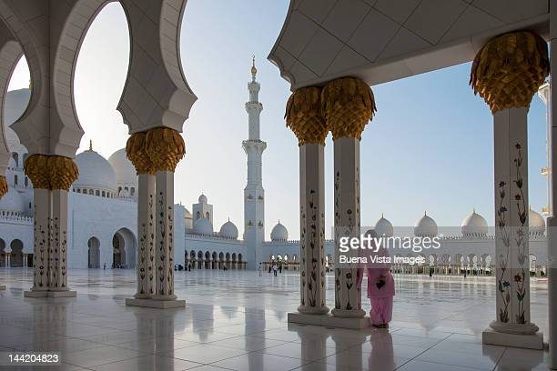 arab woman in the great  mosque - sheikh zayed mosque stock pictures, royalty-free photos & images