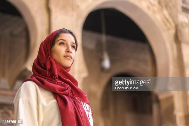 femme arabe - femme marocaine photos et images de collection