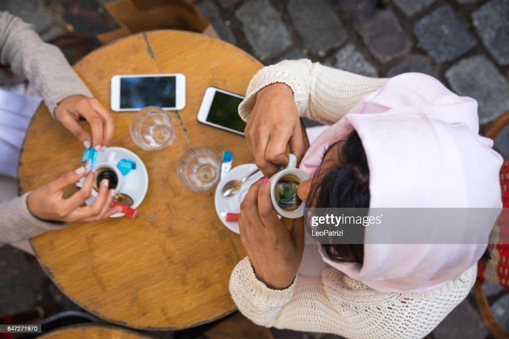Arab youth in Paris - Middle eastern Millennials : Stock Photo