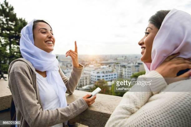 Jeunes arabes à Paris - Millennials moyen-orientale