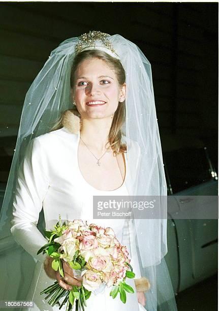"""Arabella Zamoyska, Hochzeit mit Oliver;Tobias, Großbritannien, England, London,;""""The little Brompton Oratory"""", Braut,;Brautstrauß, Schleier,..."""