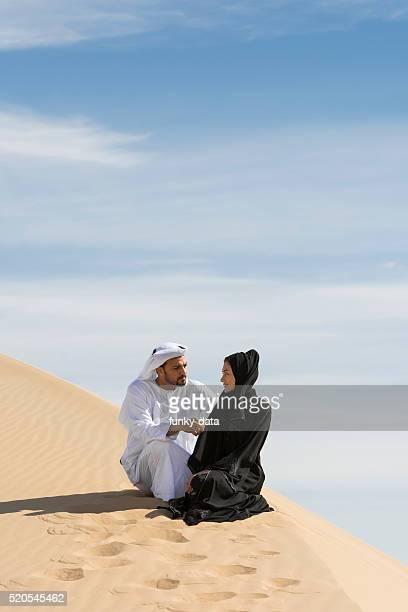 アラビア砂漠のカップル