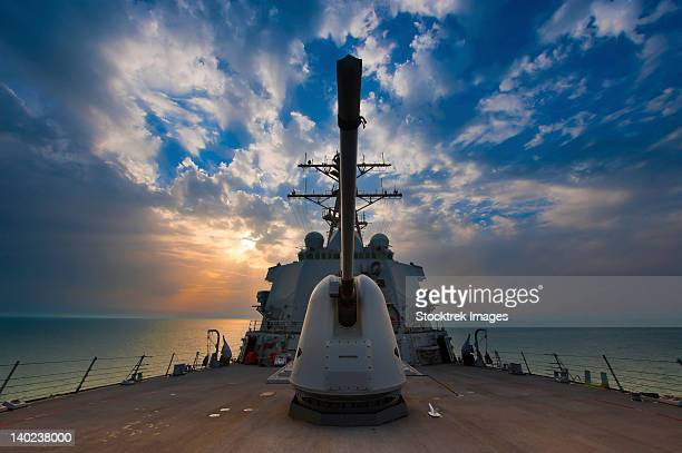 arabian sea, march 22, 2011 - the guided-missile destroyer uss higgins (ddg-76) is underway in the arabian gulf.  - navy ship stock pictures, royalty-free photos & images