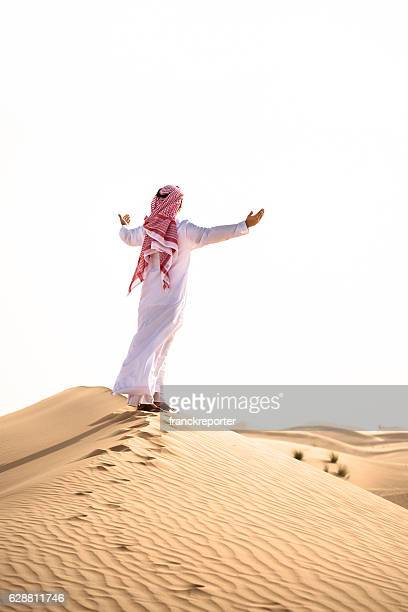 arabic sheik on the deser praying