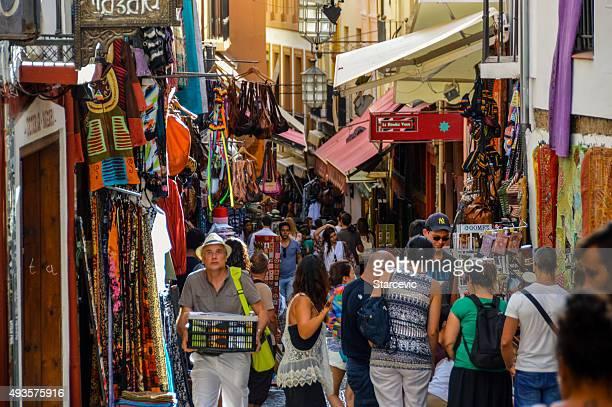 árabe street market en granada, españa - albaicín fotografías e imágenes de stock