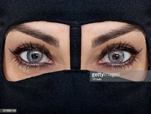 945 Arabic Eye Makeup Photos And Premium High Res Pictures Getty Images