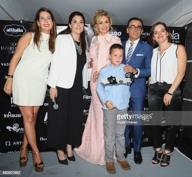 Aracely Arambula and Adal Ramones attend the 'Mano A Mano' exposition on June 7 2017 in Mexico City Mexico The objective of this exhibition is to...