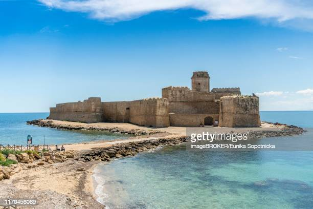 aragon fortress, fortezza aragonese, le castella, isola di capo rizzuto, calabria, italy - calabria stock pictures, royalty-free photos & images