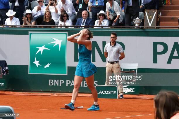 Arantxa Sanchez Vicario Mayor of Paris Anne Hidalgo and President of French Tennis Federation Bernard Giudicelli watch Tennis player Simona Halep...