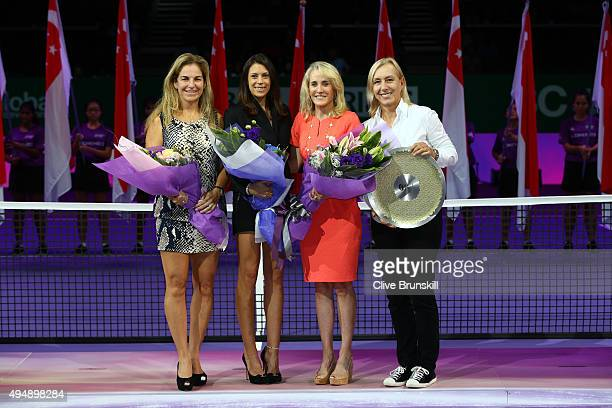 Arantxa SanchezVicario Marion Bartoli Tracy Austin and Martina Navratilova pose at the Legends Trophy Ceremony during the BNP Paribas WTA Finals at...