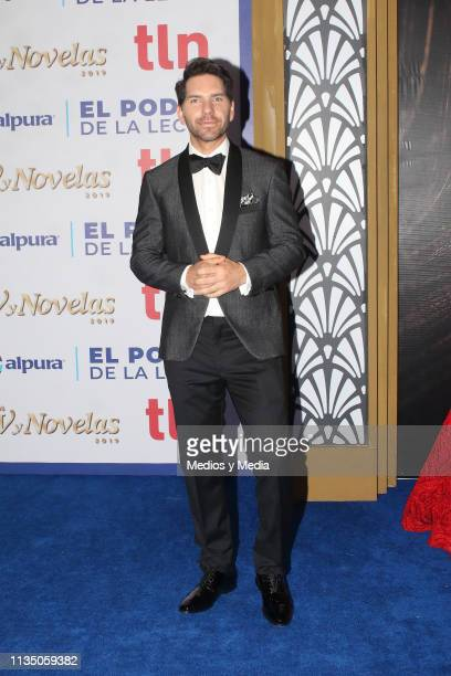 Arap Bethke pose on the red carpet during the 'TV y Novelas' Awards 2019 at Campo Marte on March 10 2019 in Mexico City Mexico