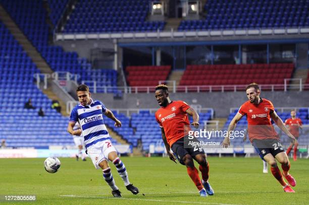 Araruna of Reading FC controls the ball under pressure from Kazenga LuaLua and Rhys NorringtonDavies of Luton Town during the Carabao Cup Second...