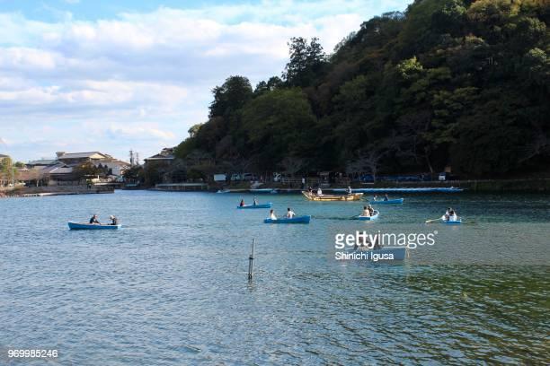 arashiyama rowboat - shinichi igusa ストックフォトと画像