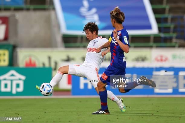 Arata Watanabe of Albirex Niigata scores his side's second goal during the J.League Meiji Yasuda J2 match between Ventforet Kofu and Albirex Niigata...