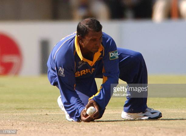 Aravinda de Silva of Sri Lanka catches Chris Cairns of New Zealand during the Cricket World Cup Pool B match between Sri Lanka and New Zealand held...