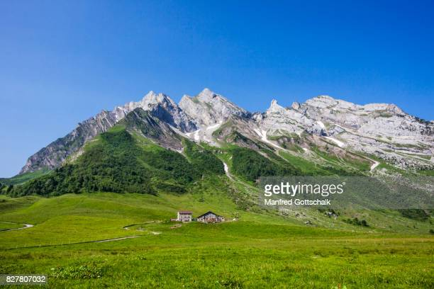 aravis mountain range from the col des aravis - savoie stock pictures, royalty-free photos & images