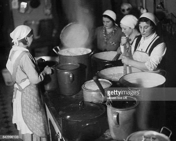 Arbeitslager des Deutsch EvangelischenFrauenbundesKochkursus 1933Foto Curt Ullmann