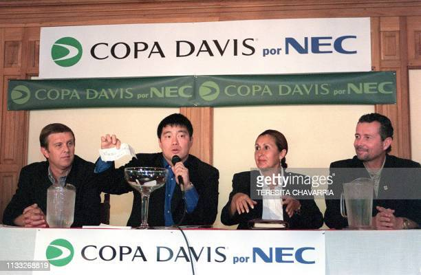 Arbitrator Toni Cho reads the number of the player selected from Mexico Marco Osorio 03 February 2000 in a room at el Pilon at the Costa Rica Country...