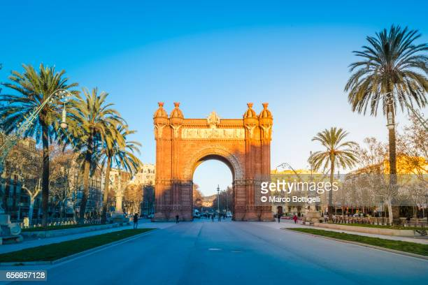 arc de triomf (triumphal arch). barcelona, spain. - monumente stock-fotos und bilder