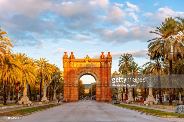 arc de triomf during sunrise in the morning, barcelona, spain - arch stock pictures, royalty-free photos & images