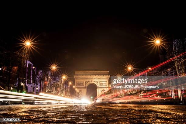 arc de triomphe and champs elysées - avenue des champs elysees photos et images de collection