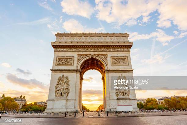 arc de triomphe and champs-elysees at dawn, paris, france - champs elysees quarter stock pictures, royalty-free photos & images