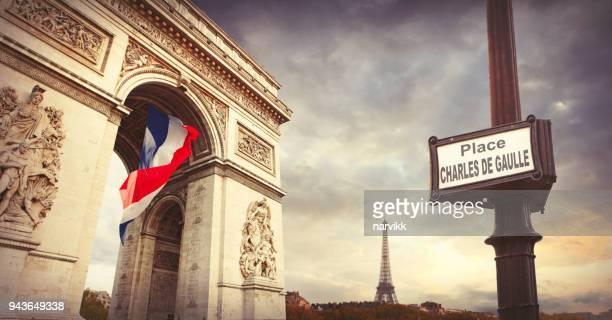 Arc de Triomphe et la Tour Eiffel à Paris