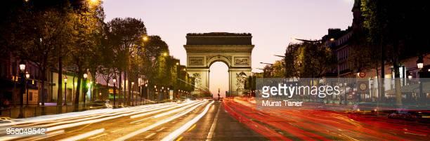 arc de triomphe at dusk in paris - avenue des champs elysees photos et images de collection