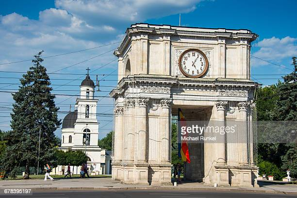 arc de triomphe before the nativity cathedral in the center of chisinau capital of moldova, eastern europe - chisinau stock pictures, royalty-free photos & images