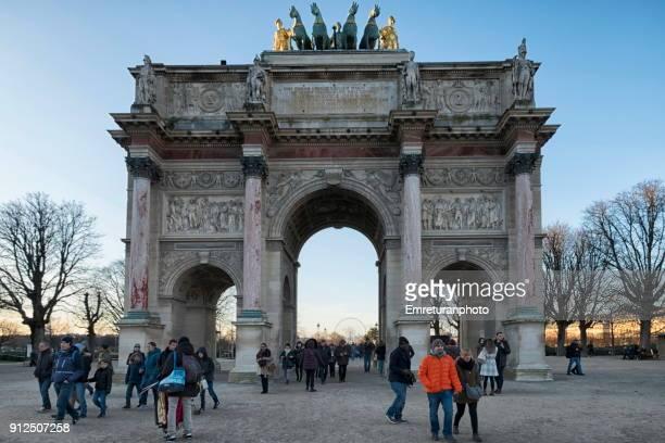 arc de triomphe du carousel at sunset,paris. - emreturanphoto stock pictures, royalty-free photos & images