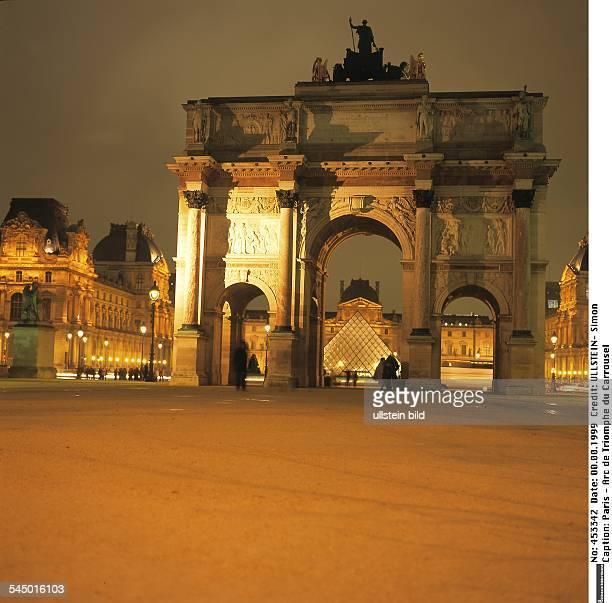 Arc de Triomphe du Carrousel, dahinter Louvre und Glaspyramide - Mai 2005