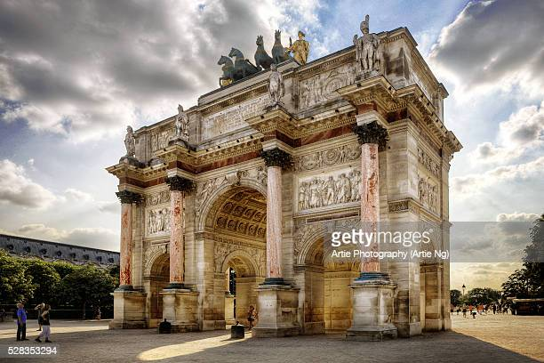 arc de triomphe du carrousel, paris, france - musee du louvre stock pictures, royalty-free photos & images