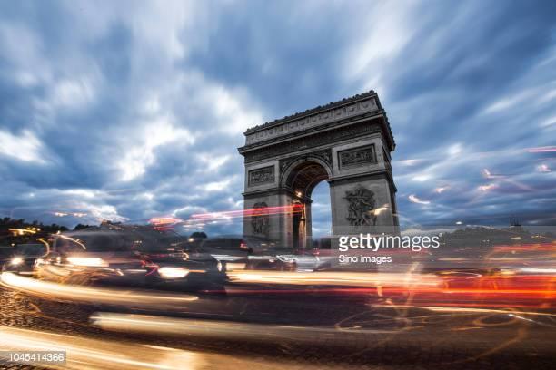 arc de triomphe in paris, france - image photos et images de collection