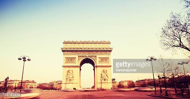 Arc de Triomphe de Paris au coucher du soleil