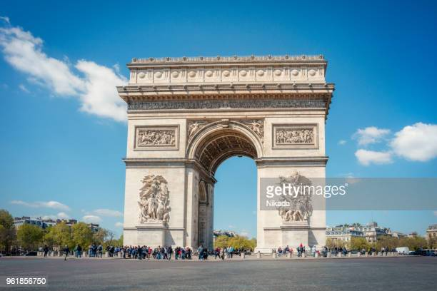 arc de triomphe, paris, france - champs elysees quarter stock pictures, royalty-free photos & images