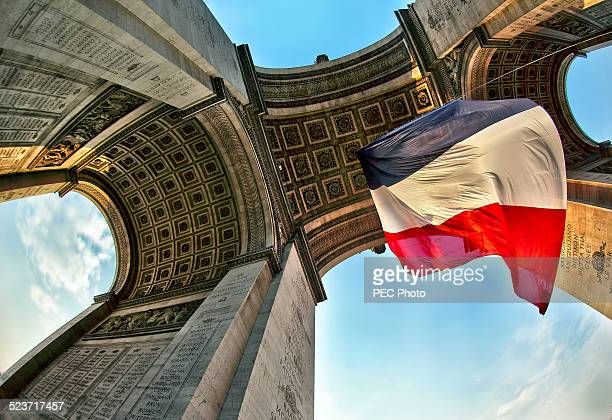 arc de triomphe - victory day stock pictures, royalty-free photos & images