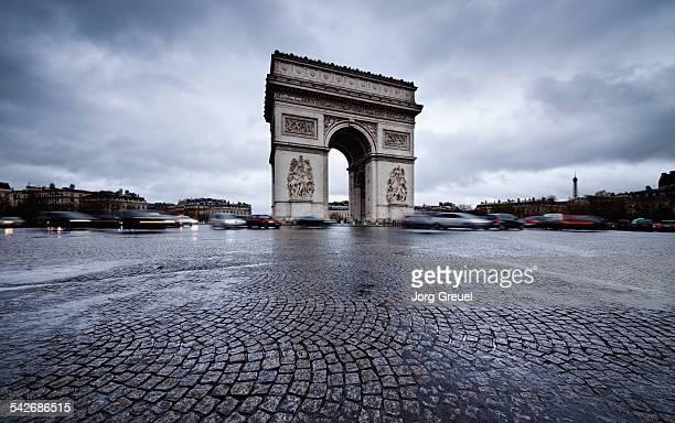 arc de triomphe - cobblestone stock pictures, royalty-free photos & images
