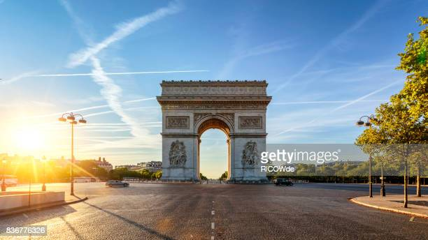 arc de triomphe - famous place stock pictures, royalty-free photos & images