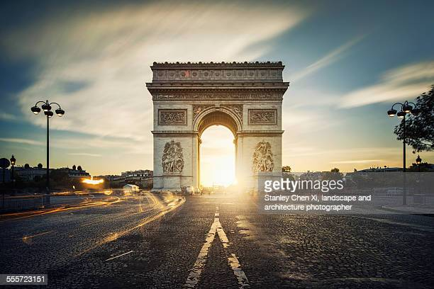arc de triomphe sunrise - champs elysees quarter stock pictures, royalty-free photos & images