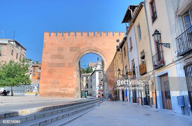 arc of elvira - puerta de elvira (granada, spain) - albaicín fotografías e imágenes de stock