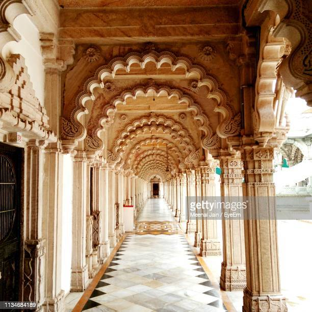 arcade in temple - ahmedabad stock pictures, royalty-free photos & images