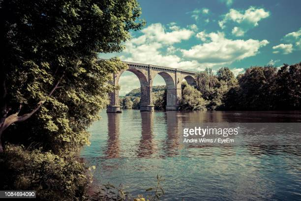 arch bridge at ruhr over river against sky - north rhine westphalia stock pictures, royalty-free photos & images