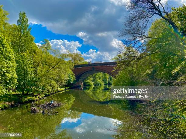 arch bridge over river against sky - river clyde stock pictures, royalty-free photos & images