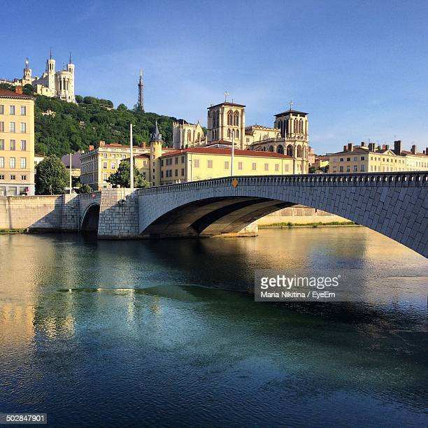 arch bridge over river - nikitina stock pictures, royalty-free photos & images